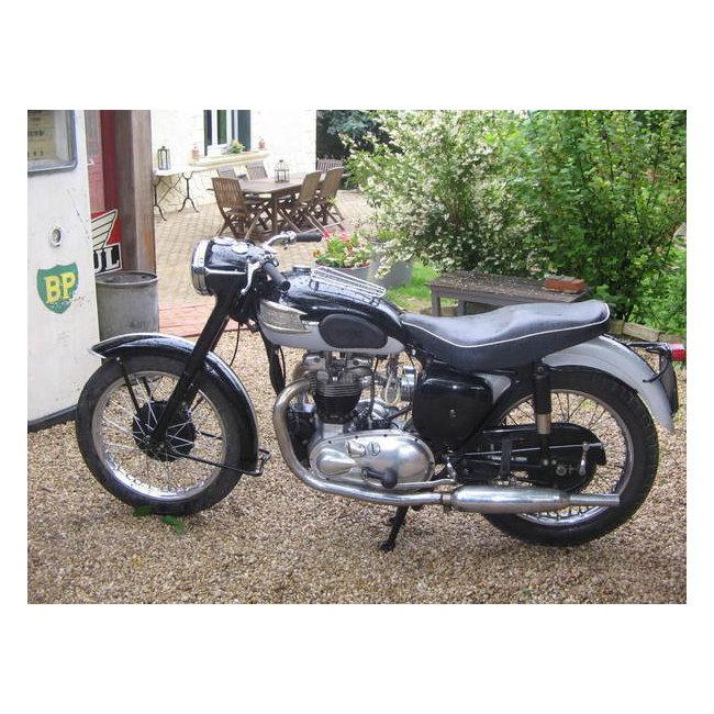 moto vendues triumph t 110 1956 hound motorcycle. Black Bedroom Furniture Sets. Home Design Ideas