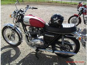 les petites derni res triumph t140 bonneville hound motorcycle. Black Bedroom Furniture Sets. Home Design Ideas