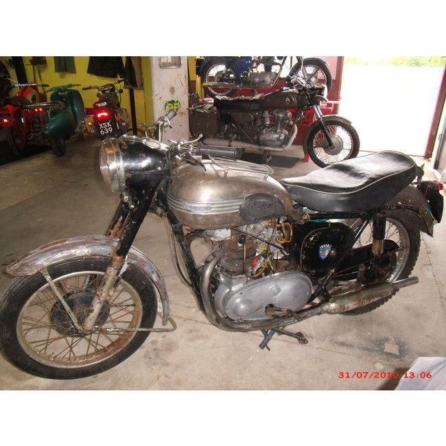 moto vendues triumph t 110 hound motorcycle. Black Bedroom Furniture Sets. Home Design Ideas